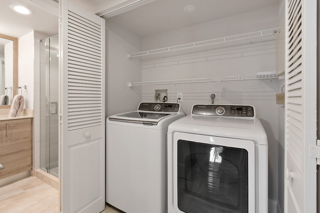100 SE 5th Avenue PH2 Boca Raton FL 33432 Mizner Court Washer dryer
