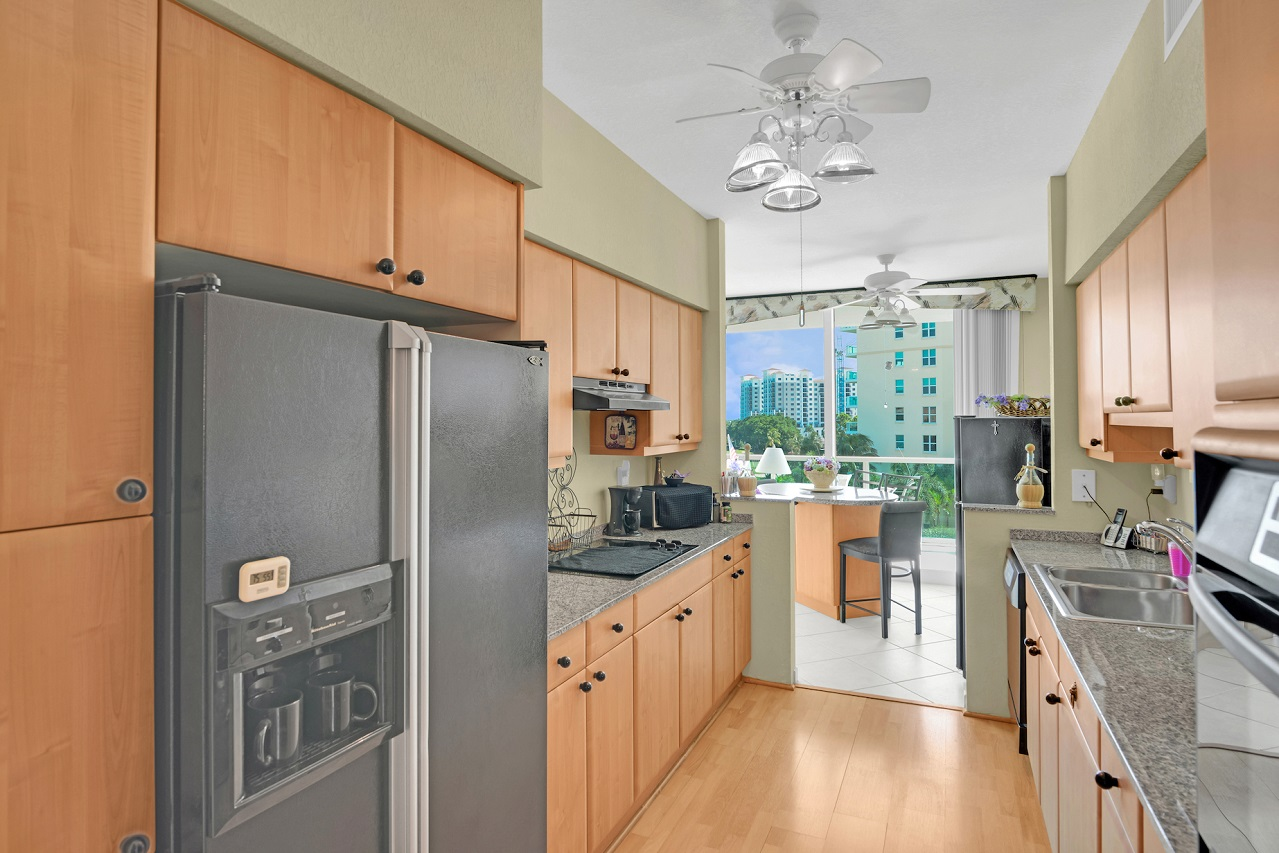 500 SE Mizner Bvd, #A501, Boca Raton FL 33432 Townsend Place Kitchen area picture1