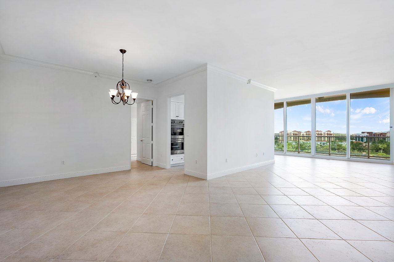 500 SE Mizner Blvd, #PH A902 Boca Raton FL 33432 Townsend Place Living and dining area